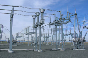 800px-Bus_bars_and_inductive_filters_at_substation_near_Denver_International_Airport,_Colorado,_2006